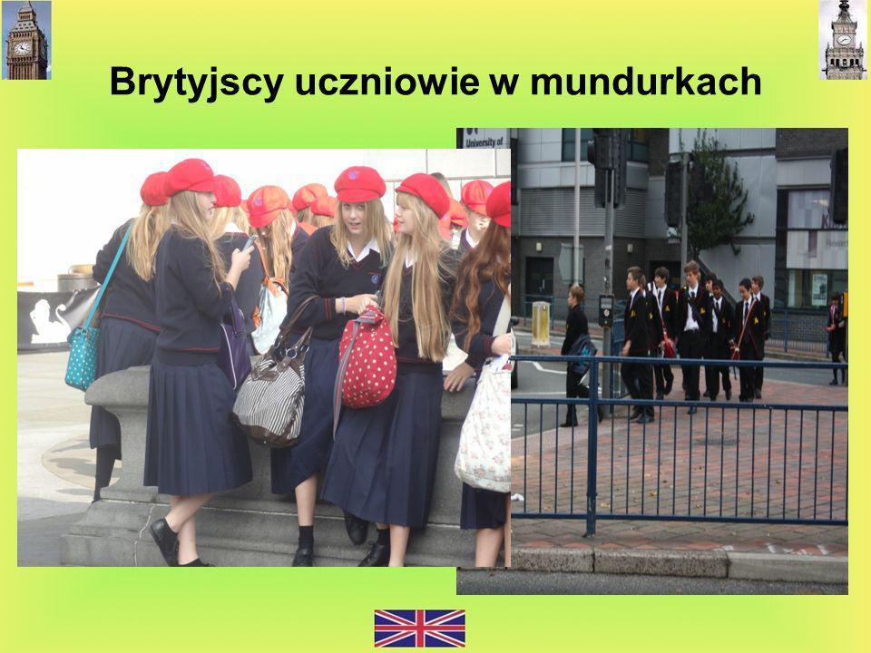 Brytyjscy uczniowie w mundurkach