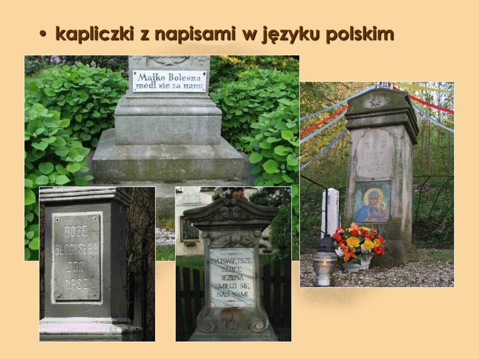 kapliczki z napisami w języku polskim
