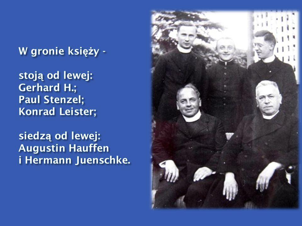 W gronie księży - stoją od lewej: Gerhard H