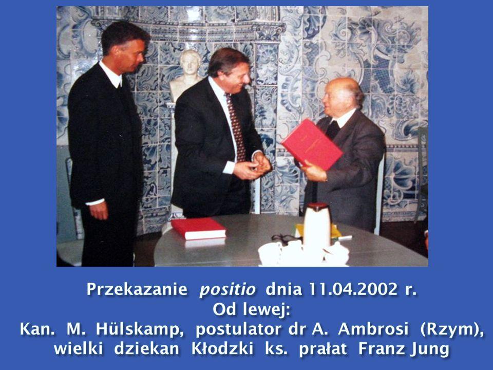 Przekazanie positio dnia 11. 04. 2002 r. Od lewej: Kan. M