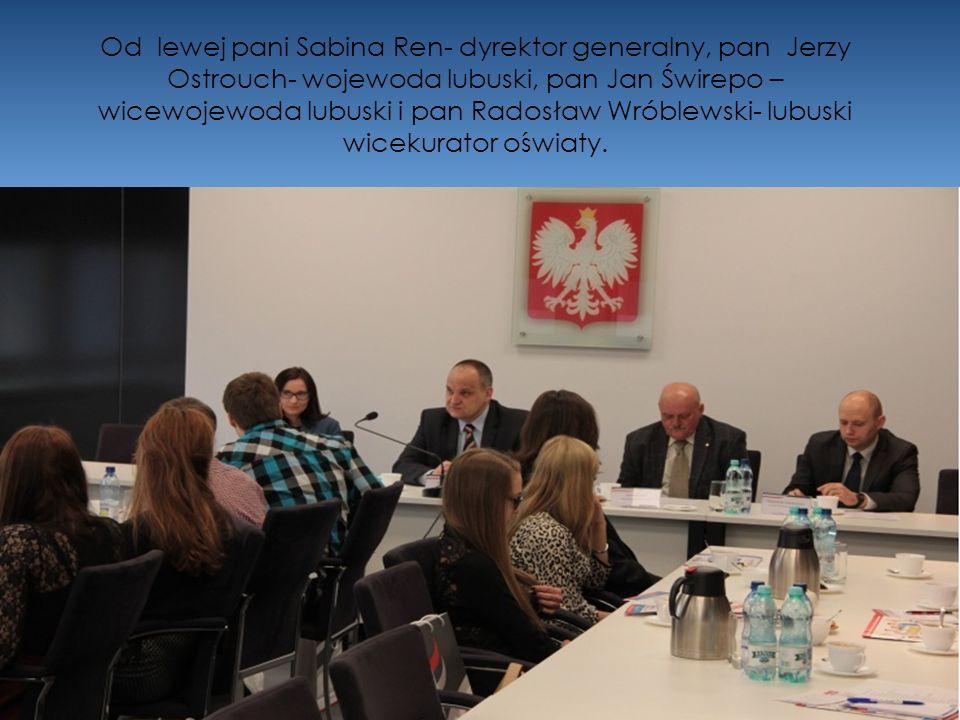 Od lewej pani Sabina Ren- dyrektor generalny, pan Jerzy Ostrouch- wojewoda lubuski, pan Jan Świrepo –wicewojewoda lubuski i pan Radosław Wróblewski- lubuski wicekurator oświaty.