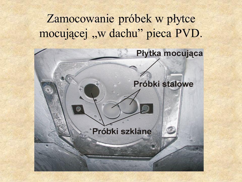 """Zamocowanie próbek w płytce mocującej """"w dachu pieca PVD."""