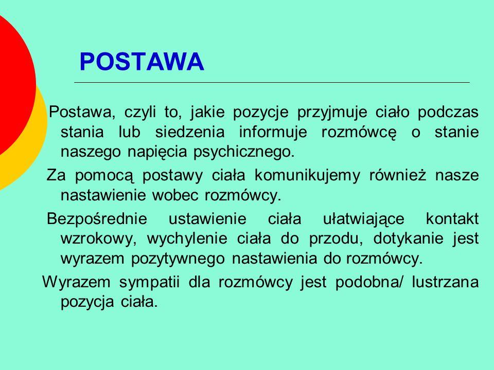 POSTAWA Postawa, czyli to, jakie pozycje przyjmuje ciało podczas stania lub siedzenia informuje rozmówcę o stanie naszego napięcia psychicznego.