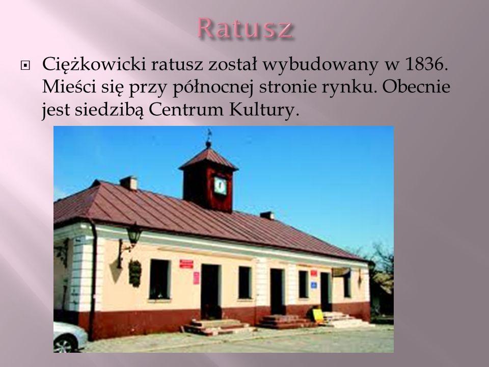 Ratusz Ciężkowicki ratusz został wybudowany w 1836.