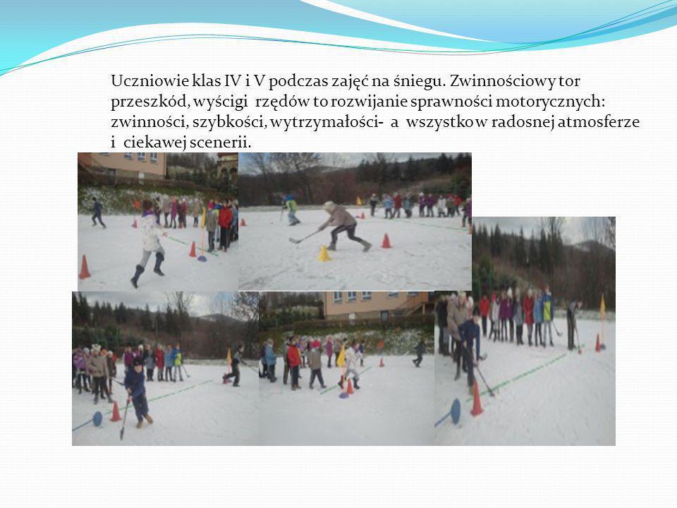 Uczniowie klas IV i V podczas zajęć na śniegu