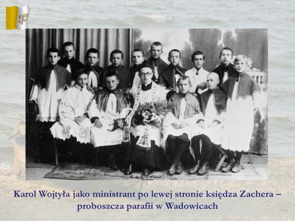 Karol Wojtyła jako ministrant po lewej stronie księdza Zachera –