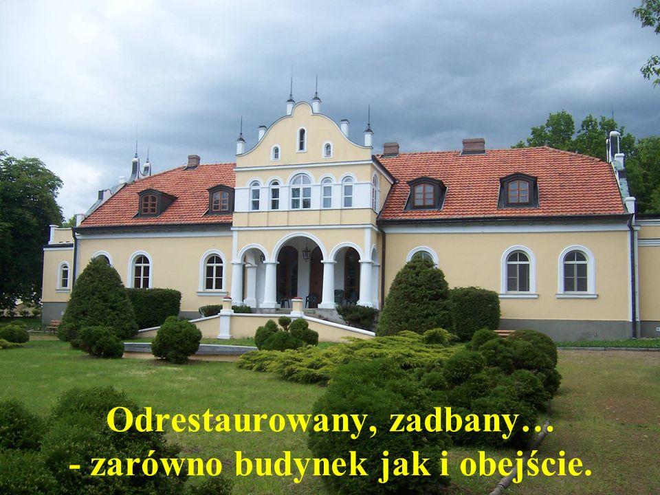 Odrestaurowany, zadbany… - zarówno budynek jak i obejście.