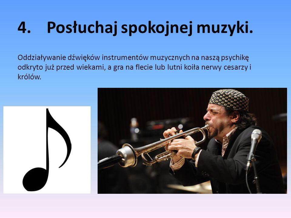 4. Posłuchaj spokojnej muzyki.