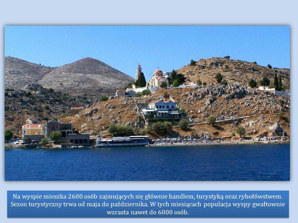 Na wyspie mieszka 2600 osób zajmujących się głównie handlem, turystyką oraz rybołówstwem.