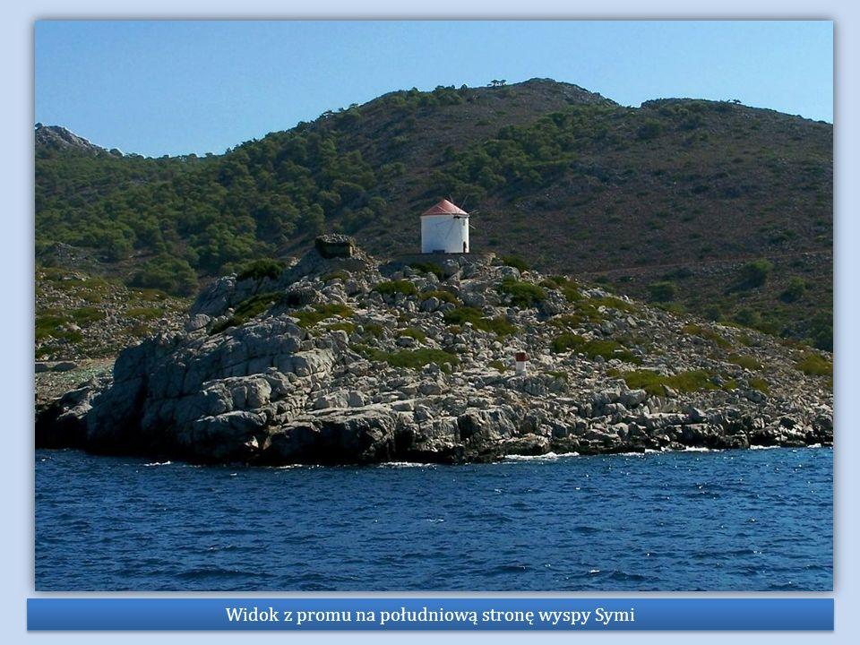 Widok z promu na południową stronę wyspy Symi