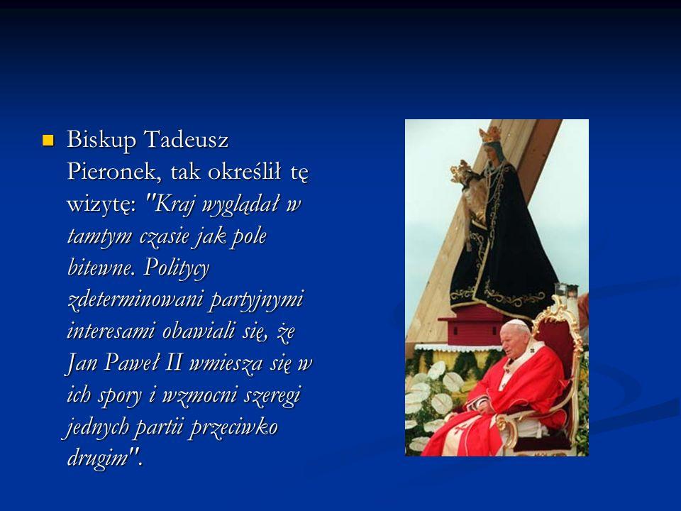 Biskup Tadeusz Pieronek, tak określił tę wizytę: Kraj wyglądał w tamtym czasie jak pole bitewne.