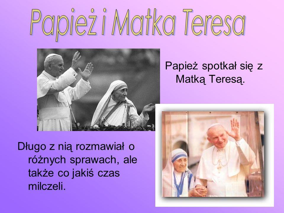 Papież i Matka Teresa Papież spotkał się z Matką Teresą.