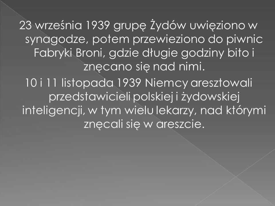 23 września 1939 grupę Żydów uwięziono w synagodze, potem przewieziono do piwnic Fabryki Broni, gdzie długie godziny bito i znęcano się nad nimi.