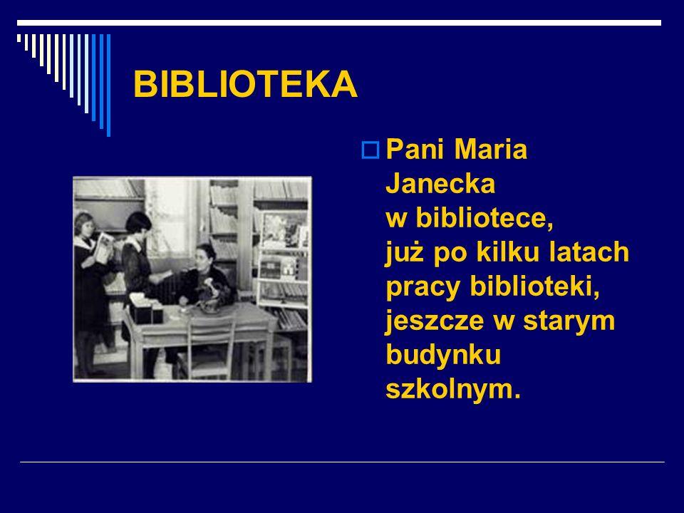 BIBLIOTEKA Pani Maria Janecka w bibliotece, już po kilku latach pracy biblioteki, jeszcze w starym budynku szkolnym.