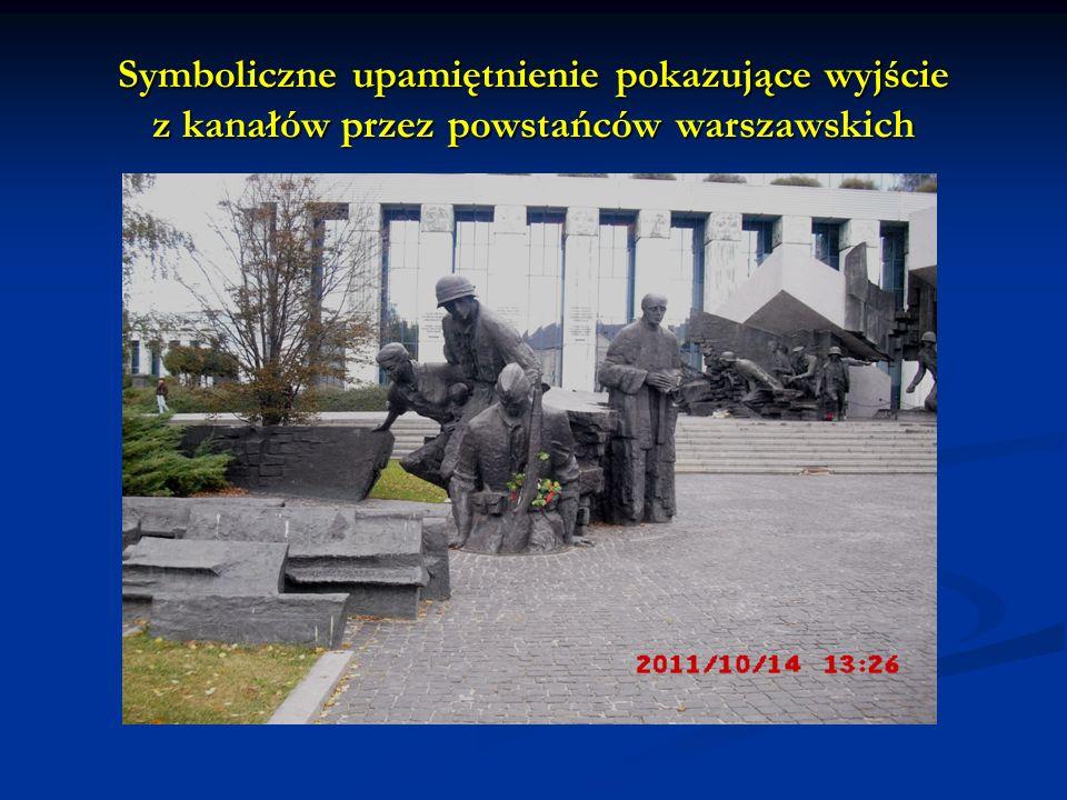 Symboliczne upamiętnienie pokazujące wyjście z kanałów przez powstańców warszawskich