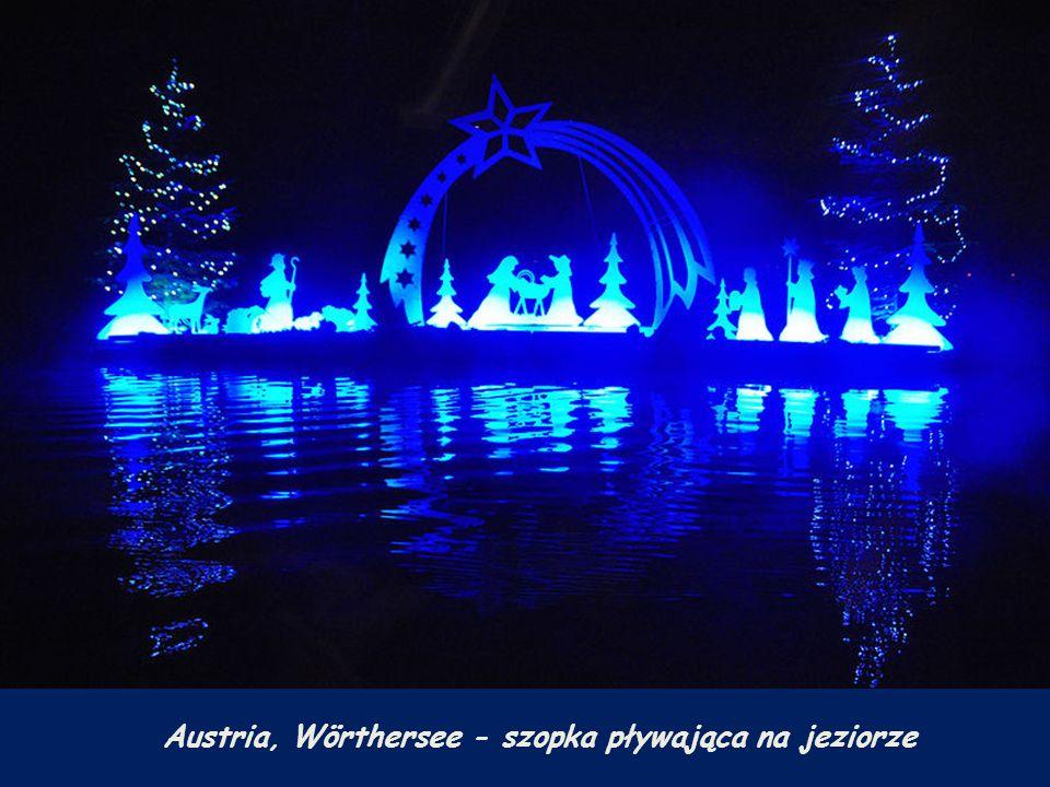 Austria, Wörthersee - szopka pływająca na jeziorze