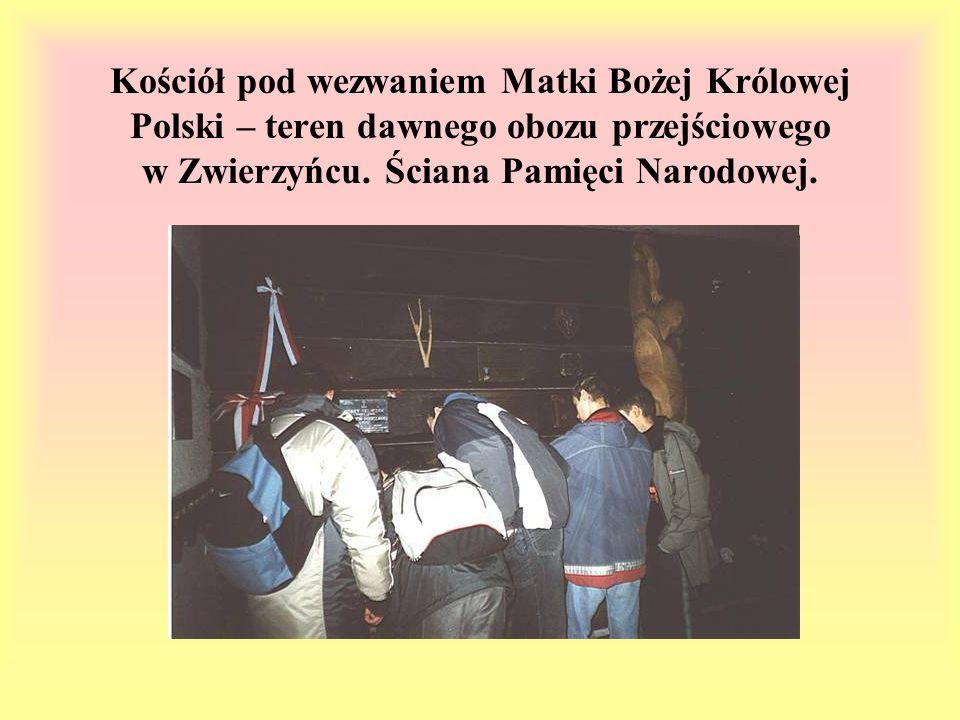 Kościół pod wezwaniem Matki Bożej Królowej Polski – teren dawnego obozu przejściowego w Zwierzyńcu. Ściana Pamięci Narodowej.