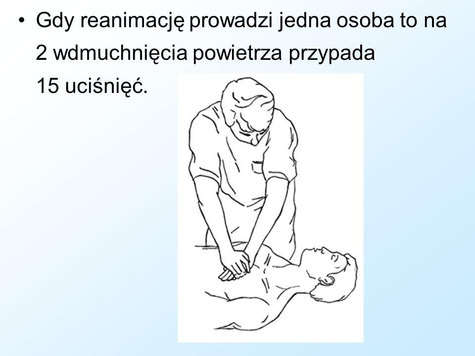 Gdy reanimację prowadzi jedna osoba to na 2 wdmuchnięcia powietrza przypada 15 uciśnięć.