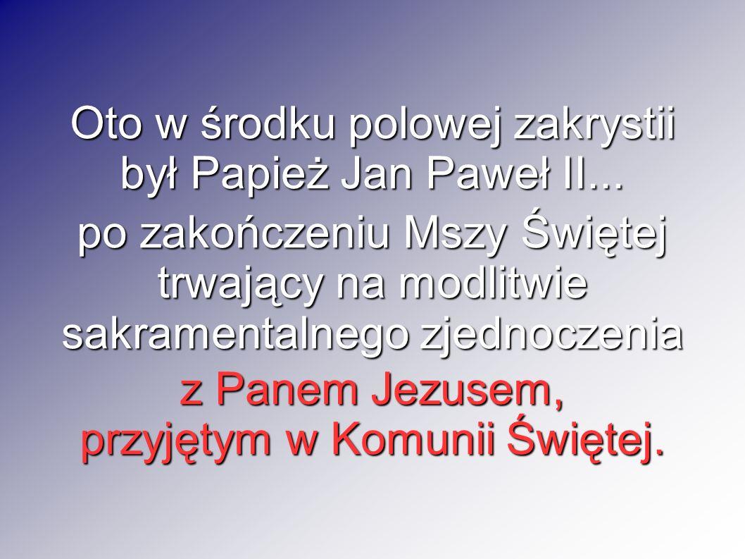 Oto w środku polowej zakrystii był Papież Jan Paweł II...