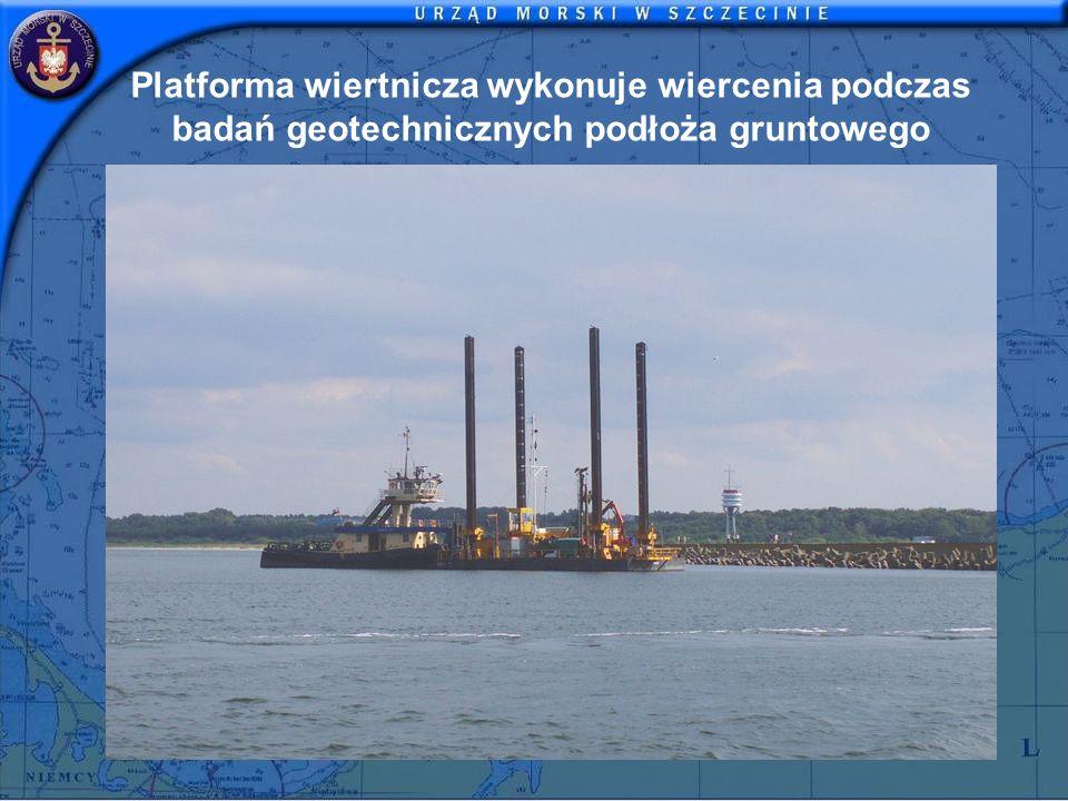 Platforma wiertnicza wykonuje wiercenia podczas badań geotechnicznych podłoża gruntowego