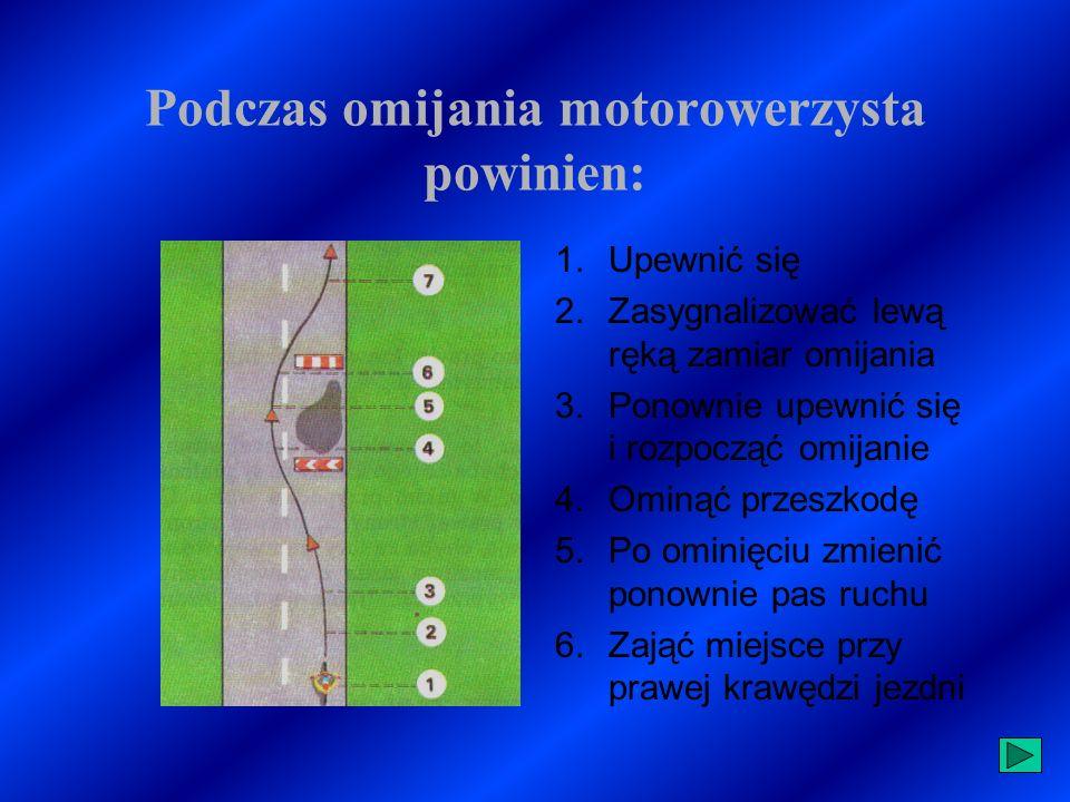 Podczas omijania motorowerzysta powinien: