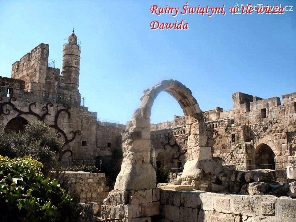 Ruiny Świątyni, w tle wieża Dawida