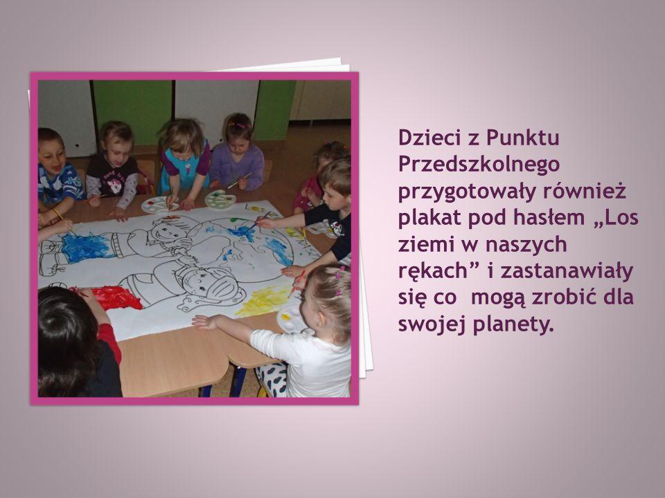 """Dzieci z Punktu Przedszkolnego przygotowały również plakat pod hasłem """"Los ziemi w naszych rękach i zastanawiały się co mogą zrobić dla swojej planety."""