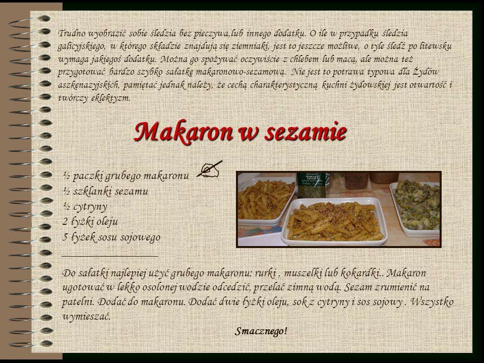 Makaron w sezamie ½ paczki grubego makaronu ½ szklanki sezamu