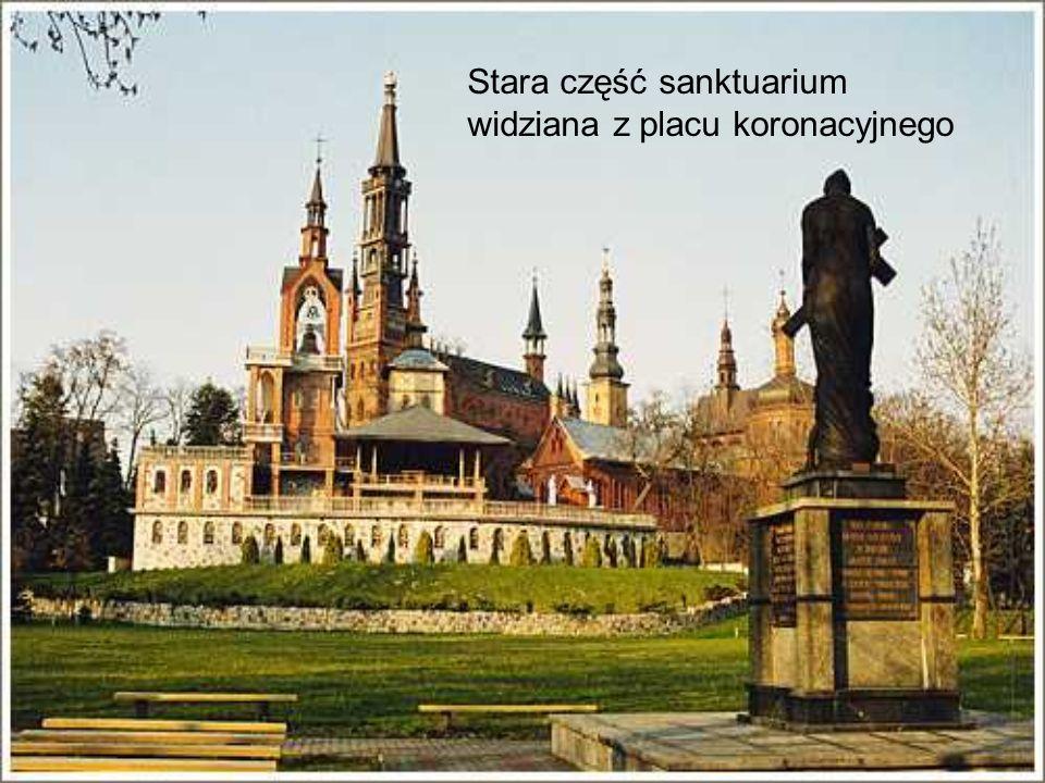 Stara część sanktuarium widziana z placu koronacyjnego