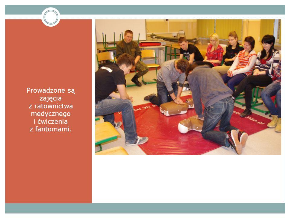 Prowadzone są zajęcia z ratownictwa medycznego i ćwiczenia z fantomami.