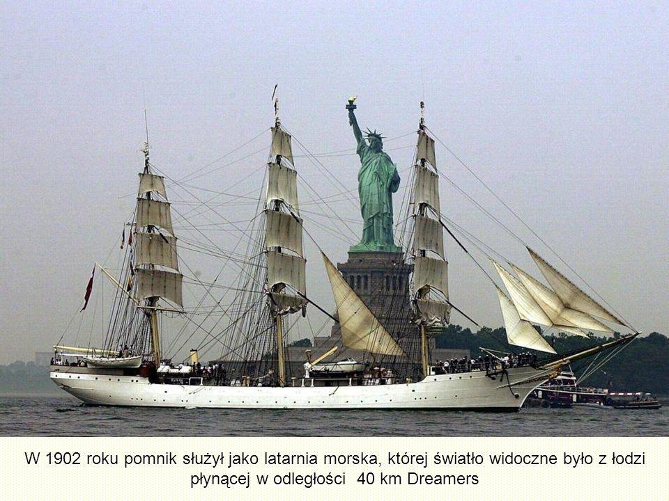 W 1902 roku pomnik służył jako latarnia morska, której światło widoczne było z łodzi płynącej w odległości 40 km Dreamers