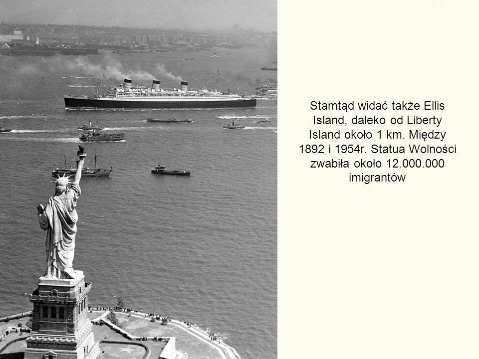 Stamtąd widać także Ellis Island, daleko od Liberty Island około 1 km