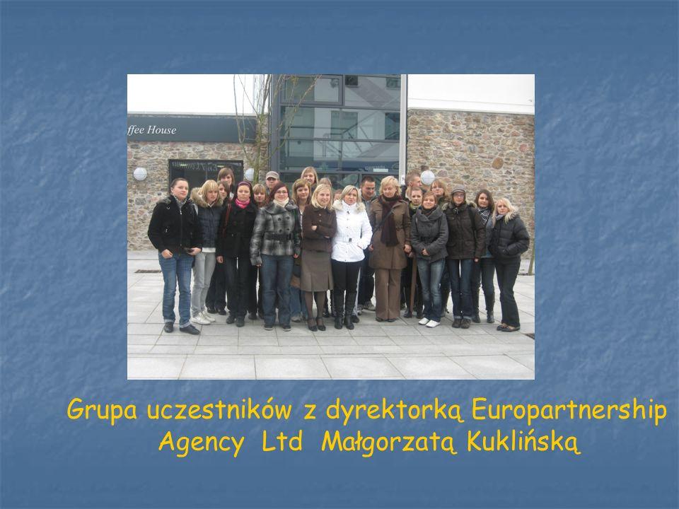 Grupa uczestników z dyrektorką Europartnership Agency Ltd Małgorzatą Kuklińską