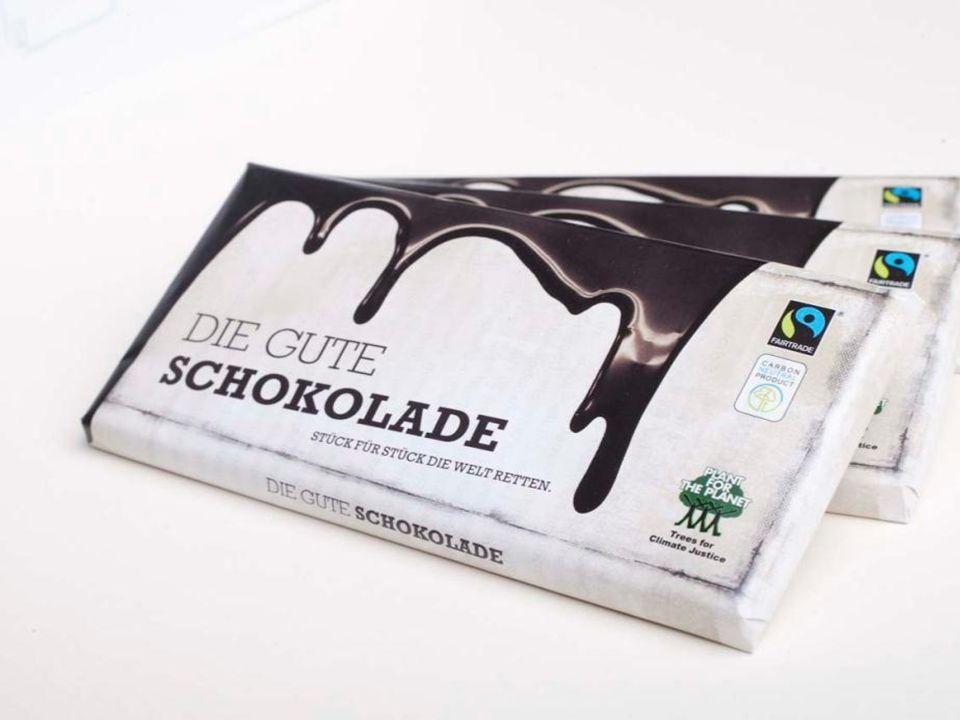 """W 2011 roku wydaliśmy naszą własną czekoladę - """"Die Gute Schokolade (""""Dobra Czekolada ), po angielsku """"The Change Chocolate . Chcielibyśmy, aby także inne produkty były takie, jak nasza Dobra Czekolada – to znaczy neutralnie wyprodukowane bez dwutlenku węgla oraz w ruchu Sprawiedliwego Handlu."""