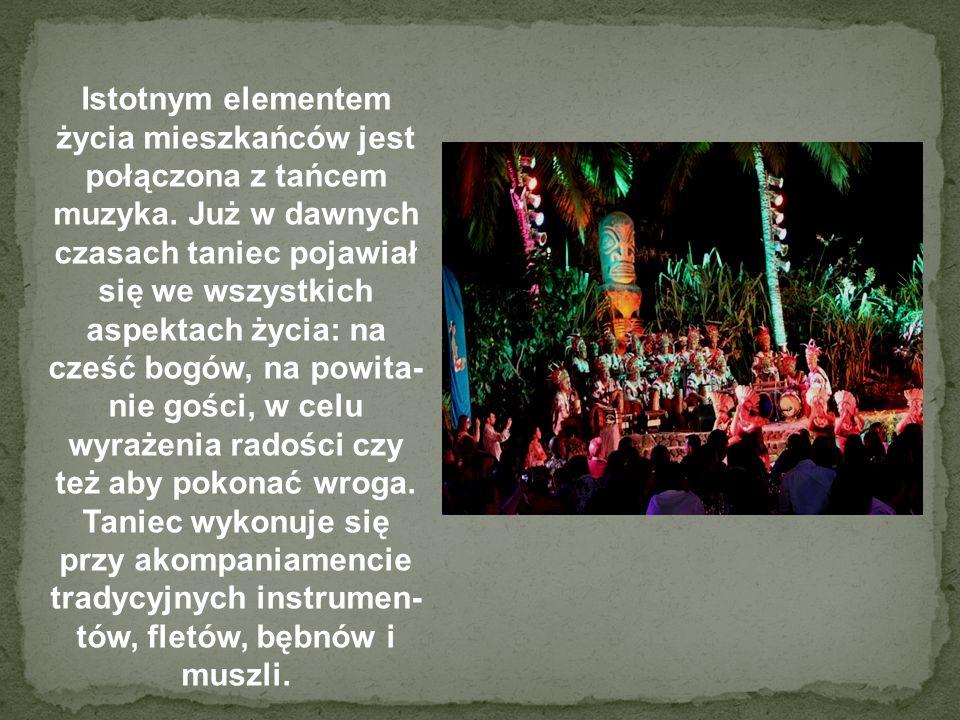 Istotnym elementem życia mieszkańców jest połączona z tańcem muzyka