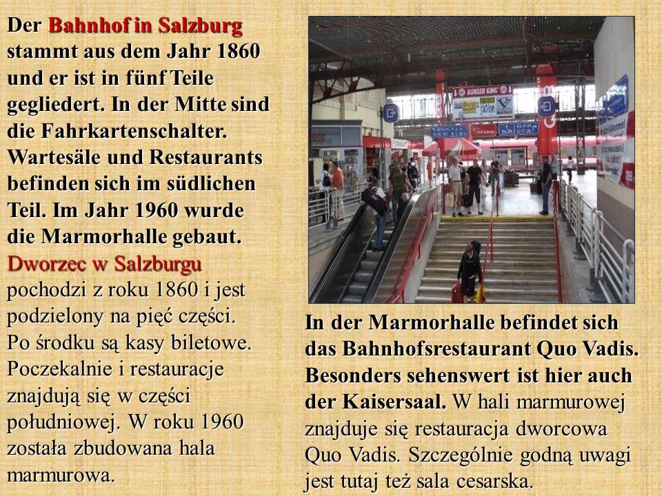 Der Bahnhof in Salzburg stammt aus dem Jahr 1860 und er ist in fünf Teile gegliedert. In der Mitte sind die Fahrkartenschalter. Wartesäle und Restaurants befinden sich im südlichen Teil. Im Jahr 1960 wurde die Marmorhalle gebaut. Dworzec w Salzburgu pochodzi z roku 1860 i jest podzielony na pięć części. Po środku są kasy biletowe. Poczekalnie i restauracje znajdują się w części południowej. W roku 1960 została zbudowana hala marmurowa.