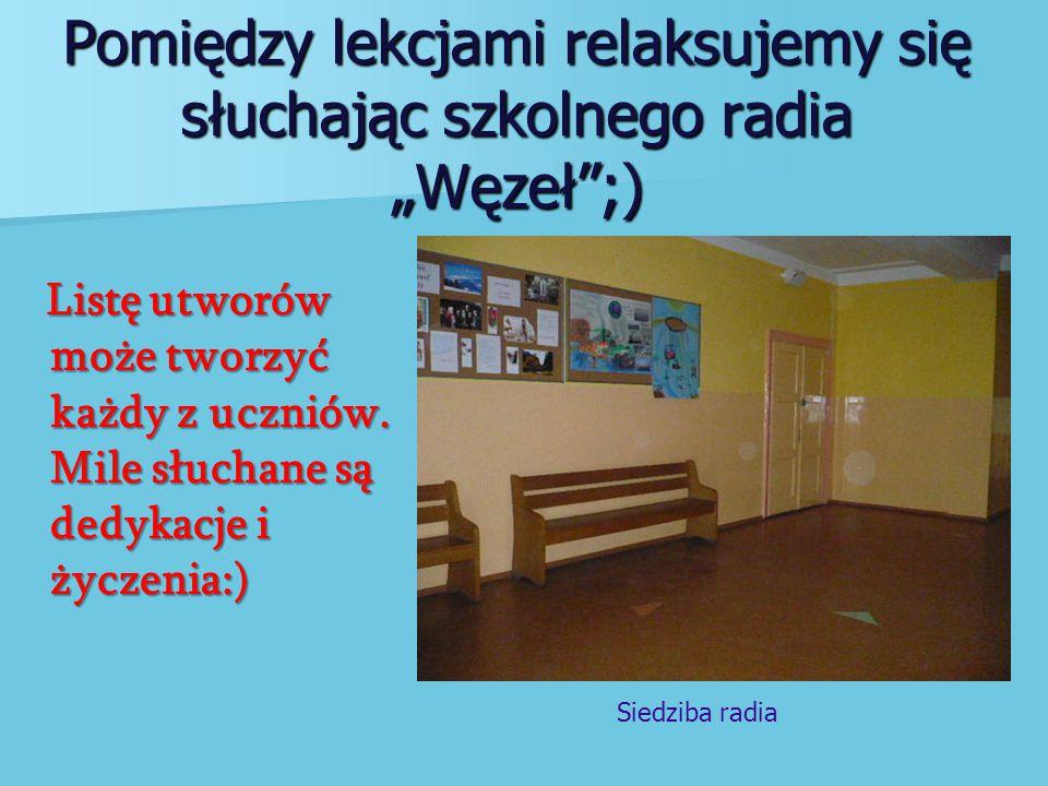 """Pomiędzy lekcjami relaksujemy się słuchając szkolnego radia """"Węzeł ;)"""