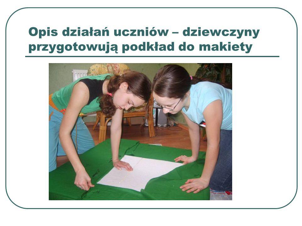 Opis działań uczniów – dziewczyny przygotowują podkład do makiety