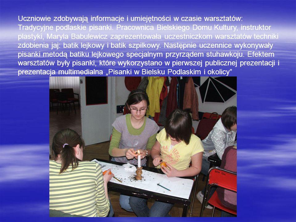 Uczniowie zdobywają informacje i umiejętności w czasie warsztatów: