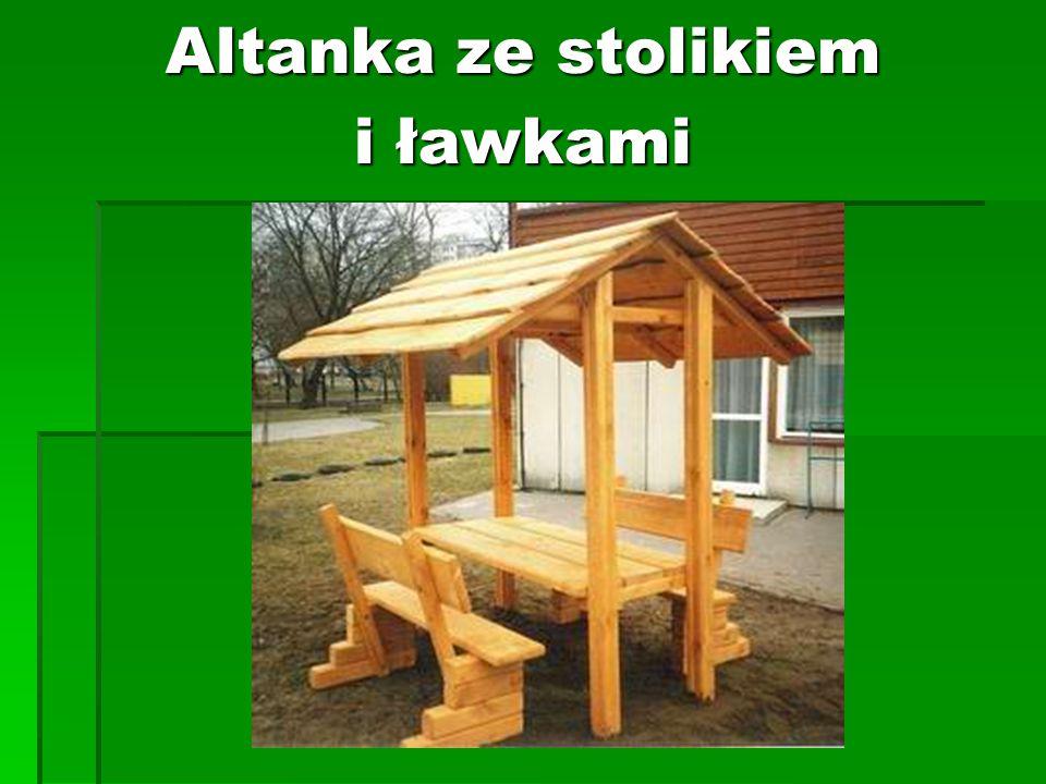 Altanka ze stolikiem i ławkami