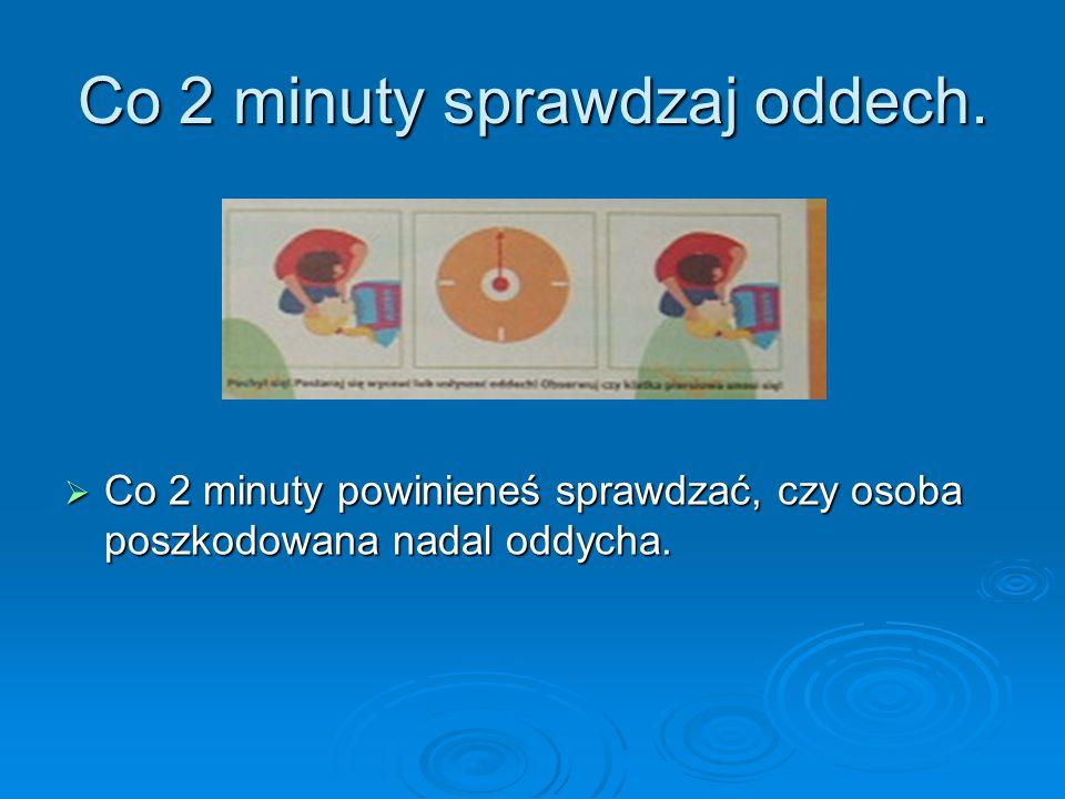 Co 2 minuty sprawdzaj oddech.