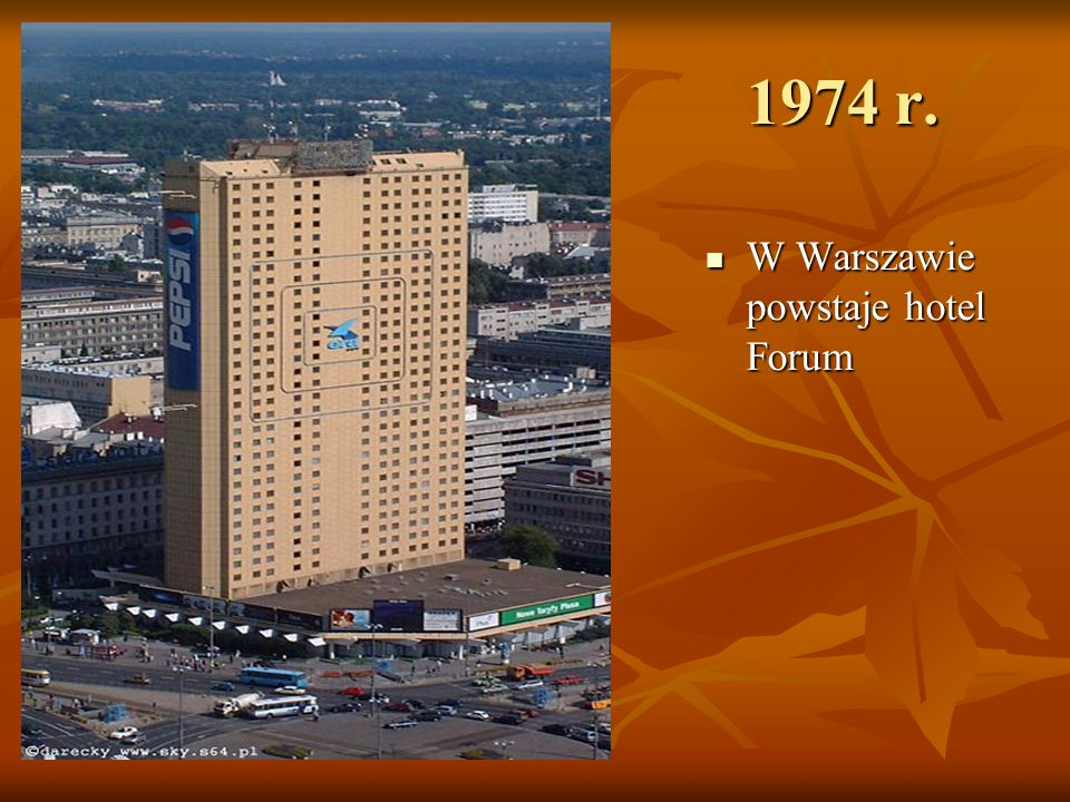 1974 r. W Warszawie powstaje hotel Forum