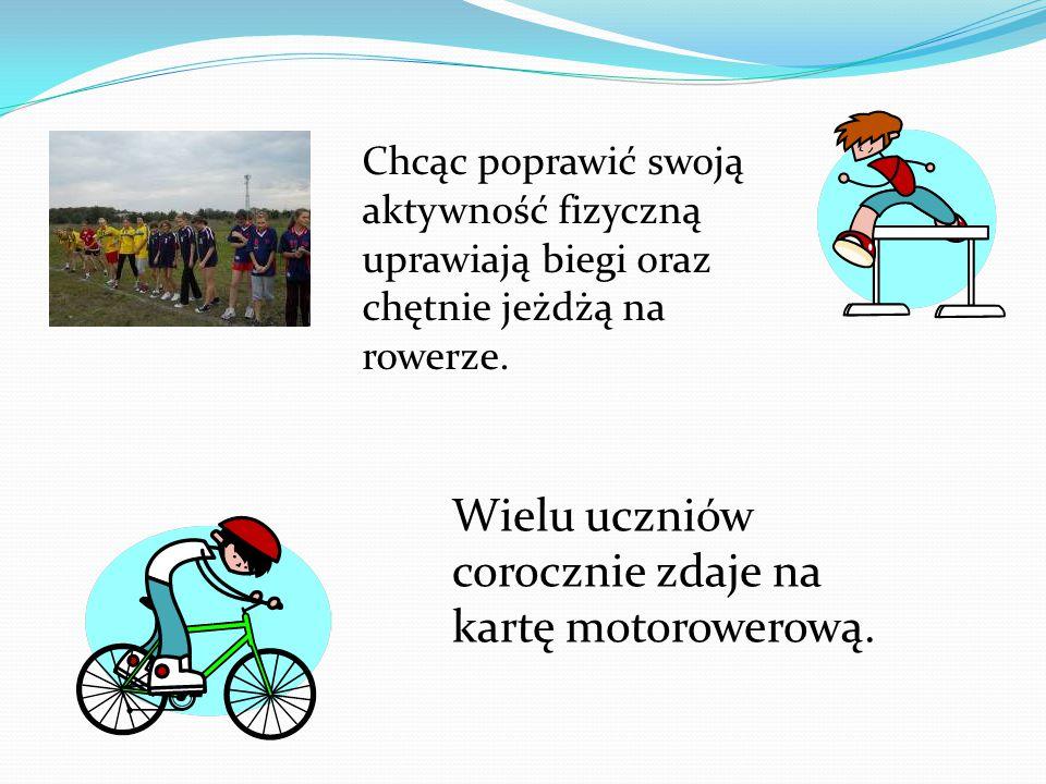 Wielu uczniów corocznie zdaje na kartę motorowerową.