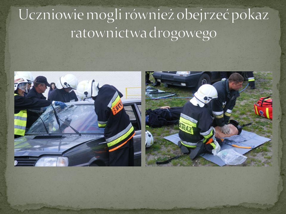 Uczniowie mogli również obejrzeć pokaz ratownictwa drogowego