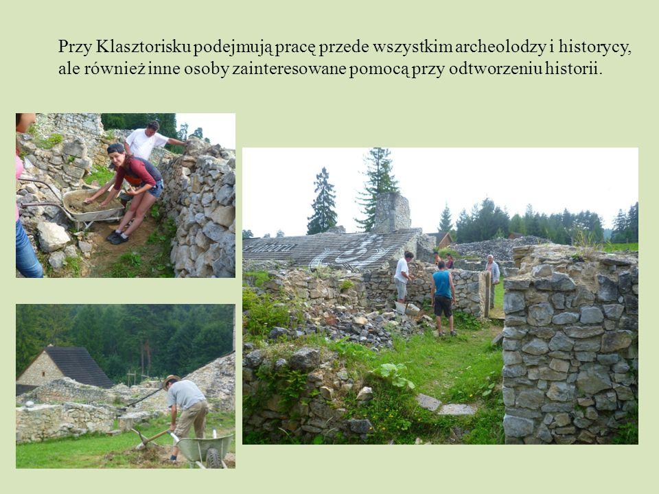 Przy Klasztorisku podejmują pracę przede wszystkim archeolodzy i historycy, ale również inne osoby zainteresowane pomocą przy odtworzeniu historii.