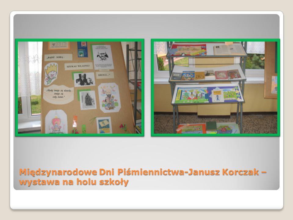 Międzynarodowe Dni Piśmiennictwa-Janusz Korczak – wystawa na holu szkoły