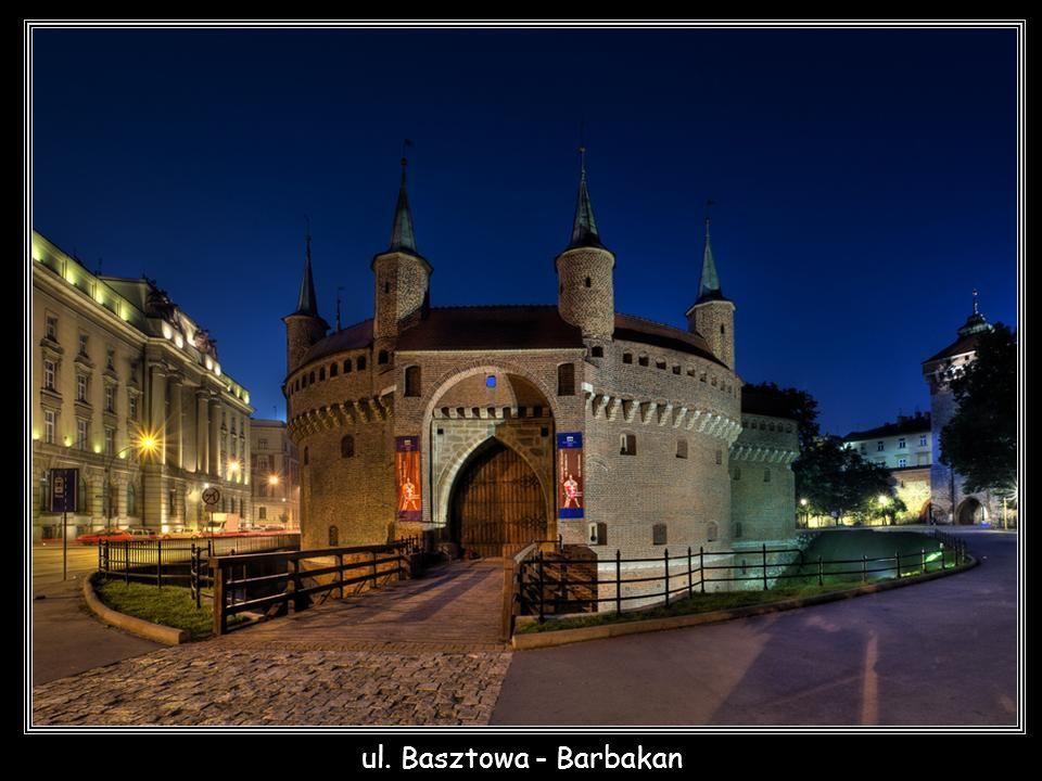 ul. Basztowa - Barbakan