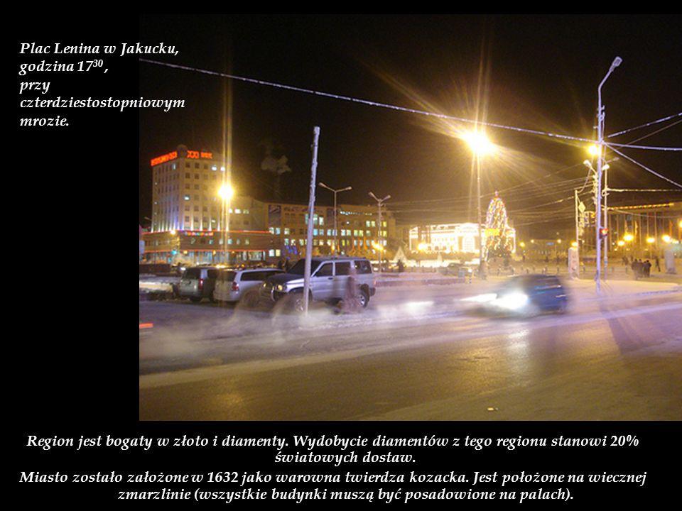 Plac Lenina w Jakucku, godzina 1730 , przy czterdziestostopniowym mrozie.