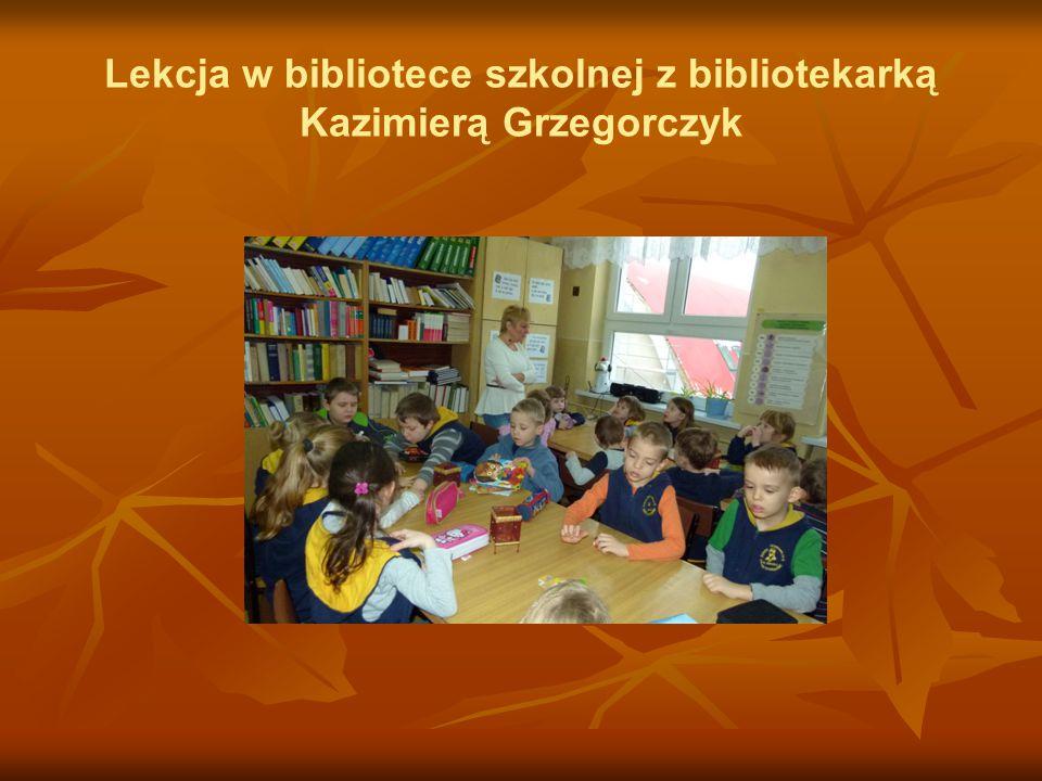 Lekcja w bibliotece szkolnej z bibliotekarką Kazimierą Grzegorczyk