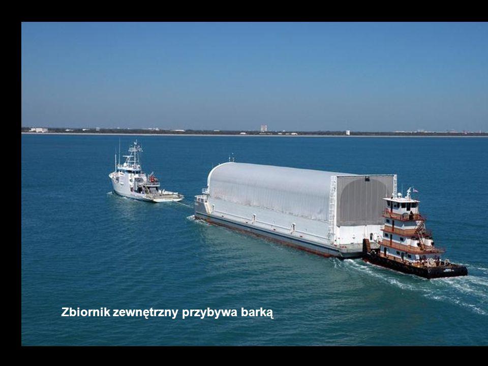 Zbiornik zewnętrzny przybywa barką